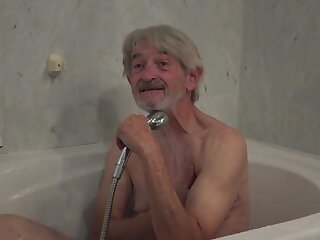 Age-old Young soap powder lady gets fucked wide of wrinkled grandpa